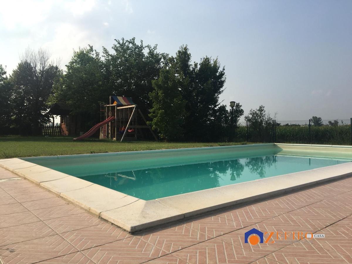 Vendita villa san giovanni in persiceto villetta con ampio giardino privato attrezzato e - San giovanni in persiceto piscina ...