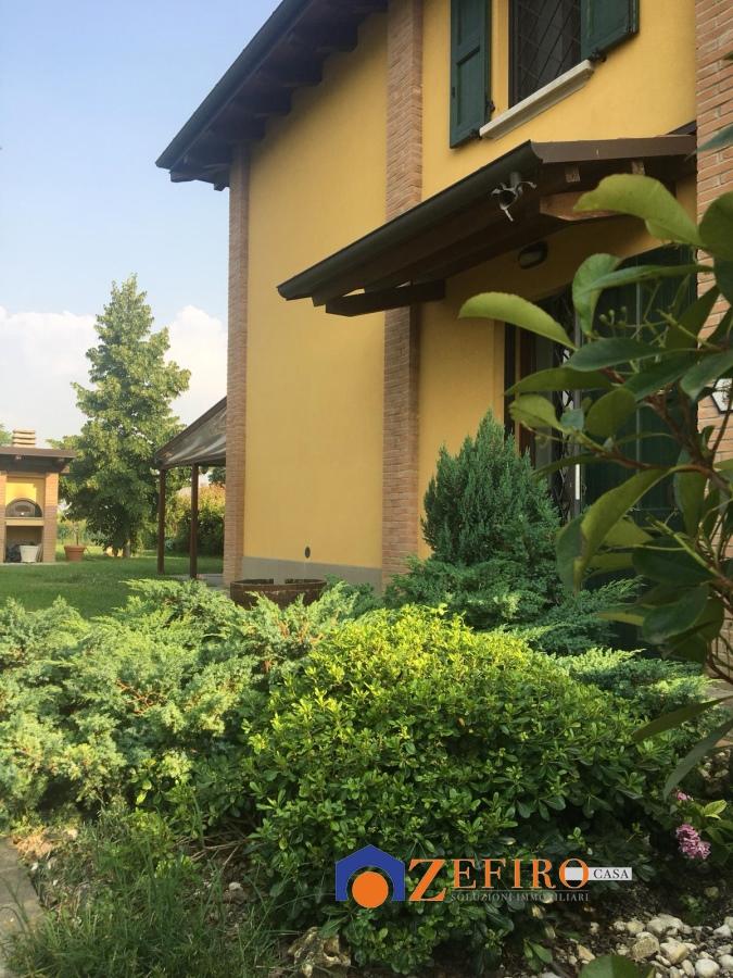 Vendita Villa San Giovanni In Persiceto Villetta Con Ampio Giardino Privato Attrezzato E Piscina Localita