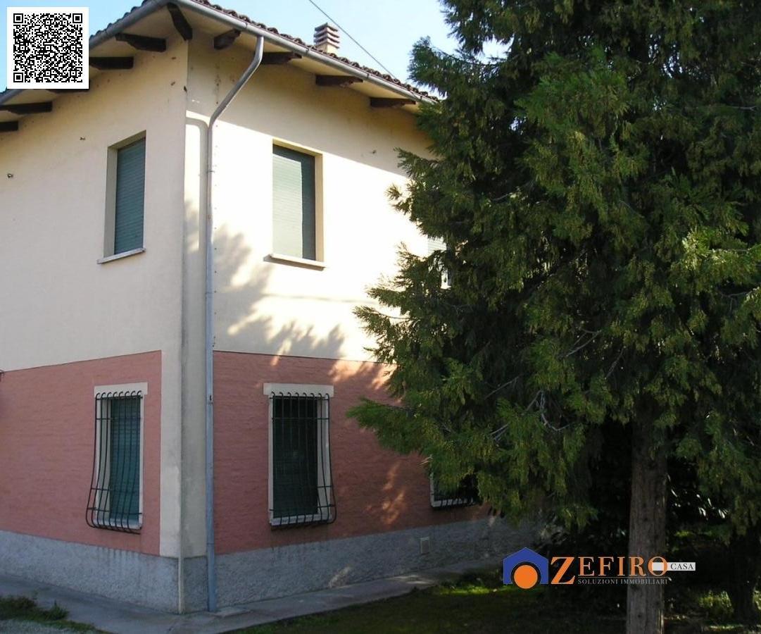 Vendita casa semi indipendente san giovanni in persiceto for Piani casa con breezeway tra casa e garage