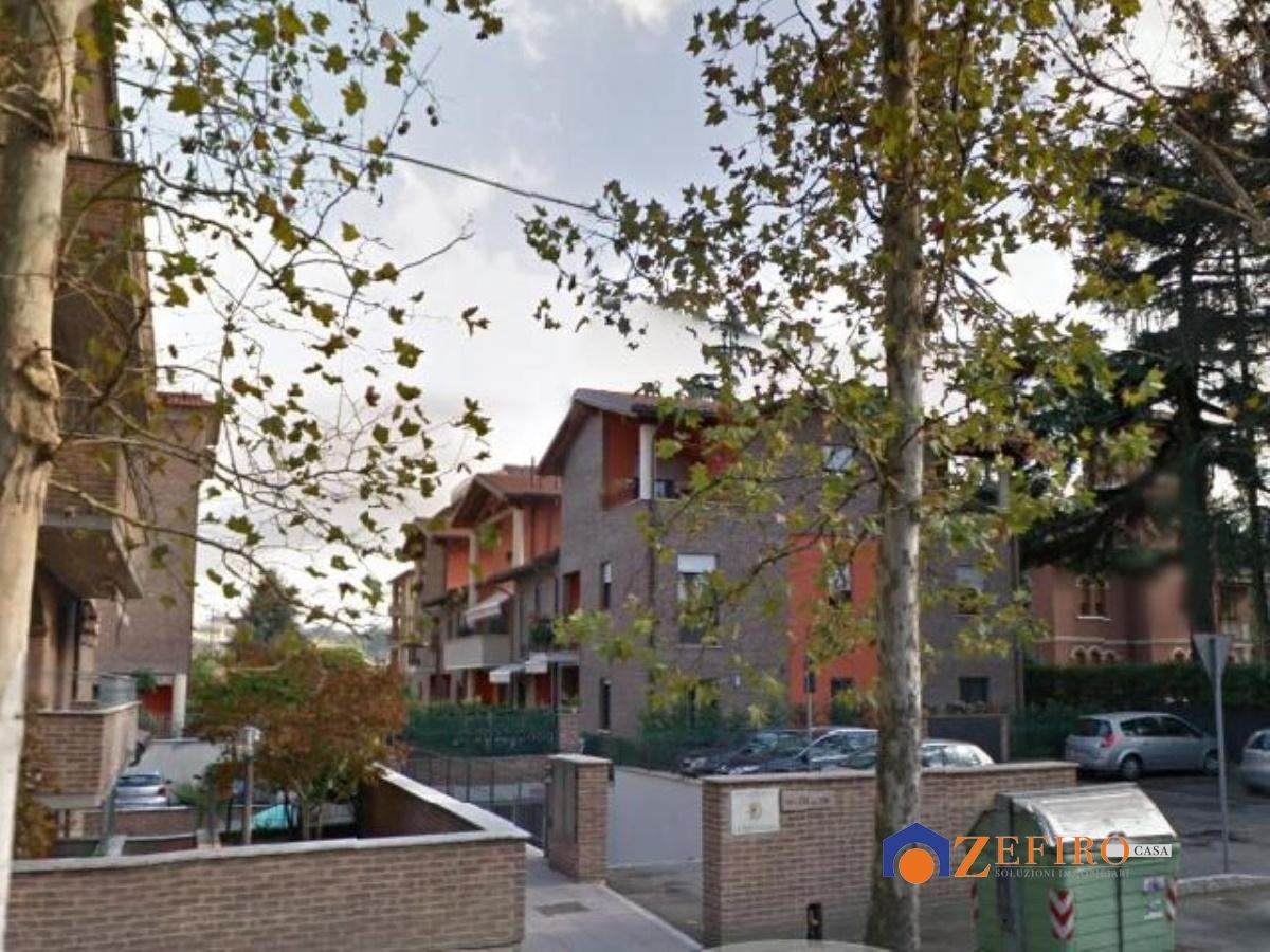 Vendita casa semi indipendente vignola vignola for Piani di casa con cortili in centro