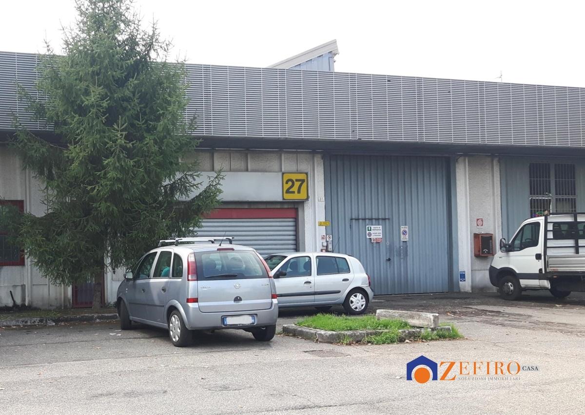 Vendita capannone modena capannone con uffici modena for Piani di garage con deposito rv