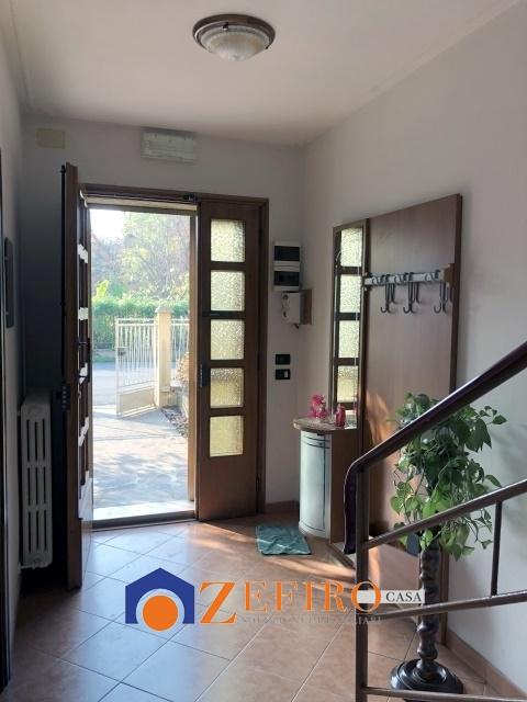 Vendita casa semi indipendente rolo rolo porzione di for 3 piani casa con bagno privato